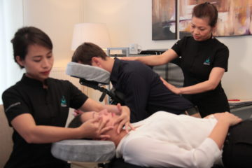 Photo pour Massages en entreprise sur table et sur chaise ergonomique - Relaxed.paris