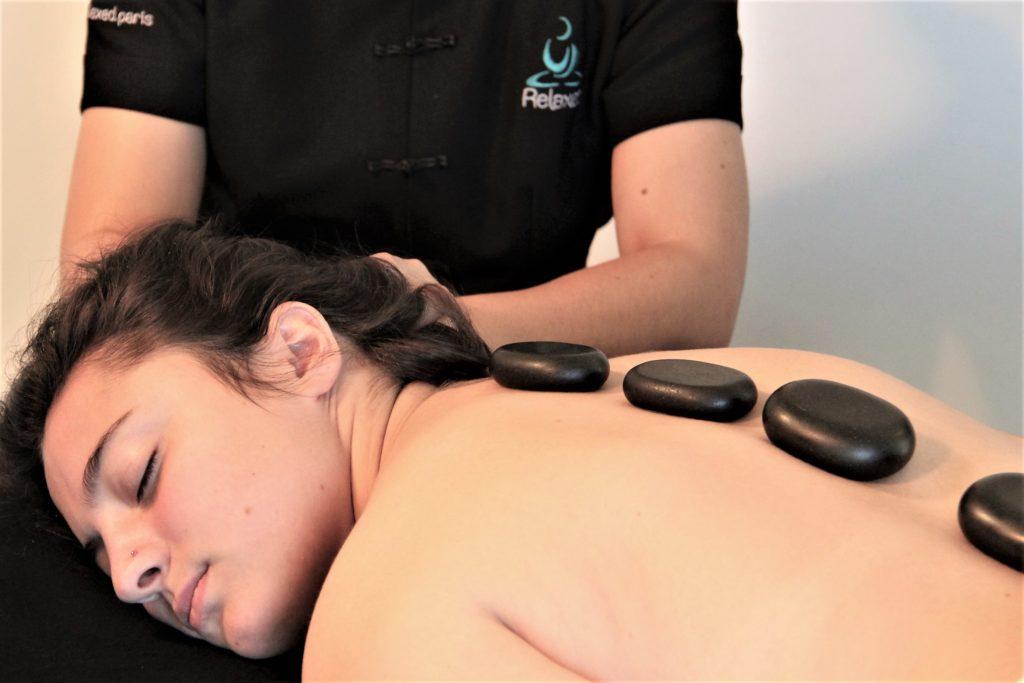 Photo de Massages à domicile aux pierres chaudes et huiles essentielles bio - 60 minutes